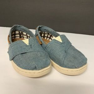 Super cute Like new TOMS chambray toddler shoes
